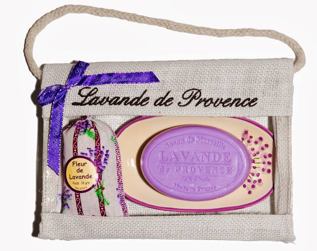 pochette lavande de provence 1 sachet de lavande lavandin porte savon ovale et un savon de. Black Bedroom Furniture Sets. Home Design Ideas